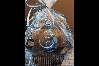 Cadeau pakket gevuld met   - beschuit  - zak granola  - 4 speltkoeken