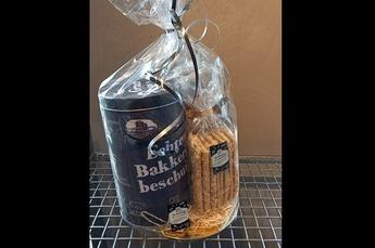 Cadeau pakket gevuld met  - beschuit  - beschuitblik - crackers